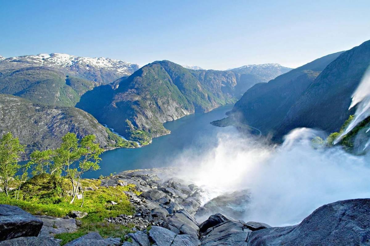 GuideCompaniet Åkrafjord & Langfoss Wasserfall (Deutsch)