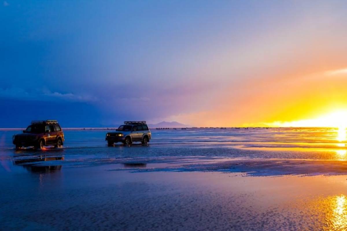 Late Bolivia TOUR BÁSICO: Salar de Uyuni, Desiertos y Lagunas de Colores