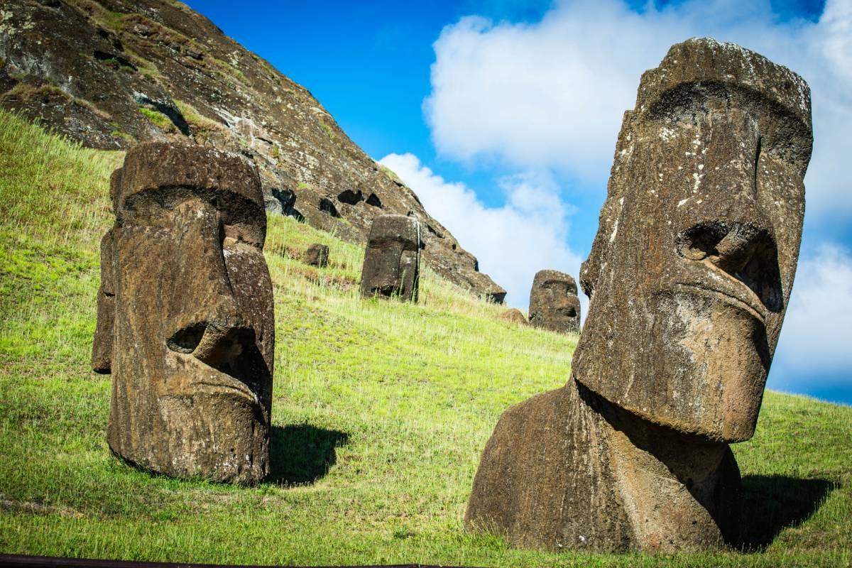 Green Island Tours - Easter Island Moai Monuments Tour