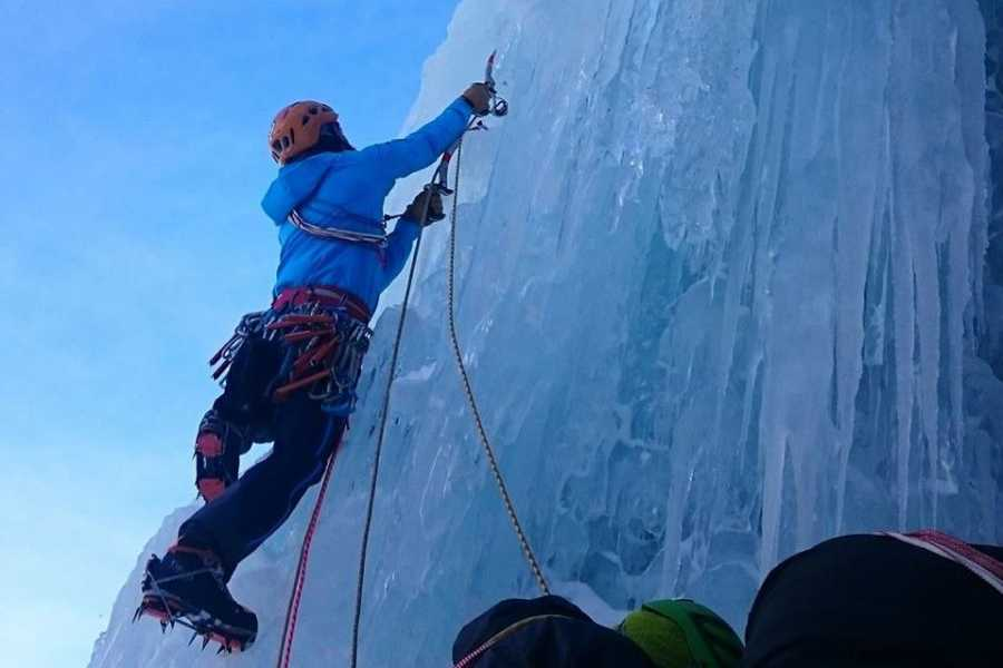 TRAVELSPORT Outdoor Activities STAGE DI ICE CLIMBING - AVANZATO