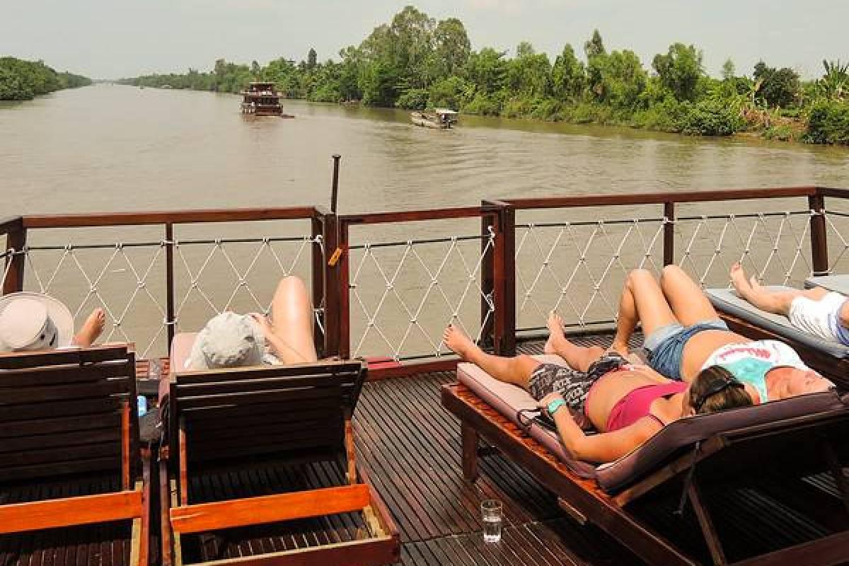 Viet Ventures Co., Ltd Tour Mekong 2 ngày 1 đêm - ngủ đêm trên tàu Bassac