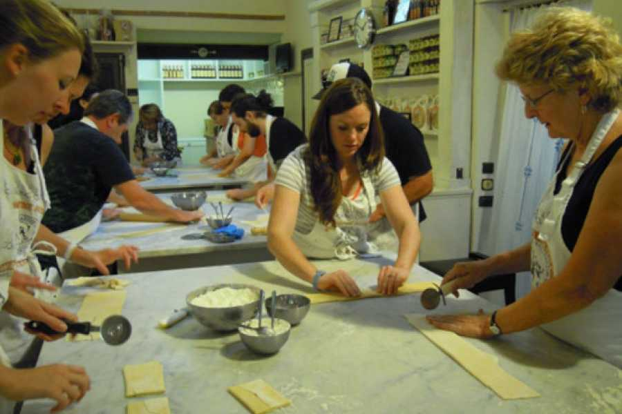 ACCORD Italy Smart Tours & Experiences WANNABE ITALIANO - COOKING CLASS & MARKET TOURS