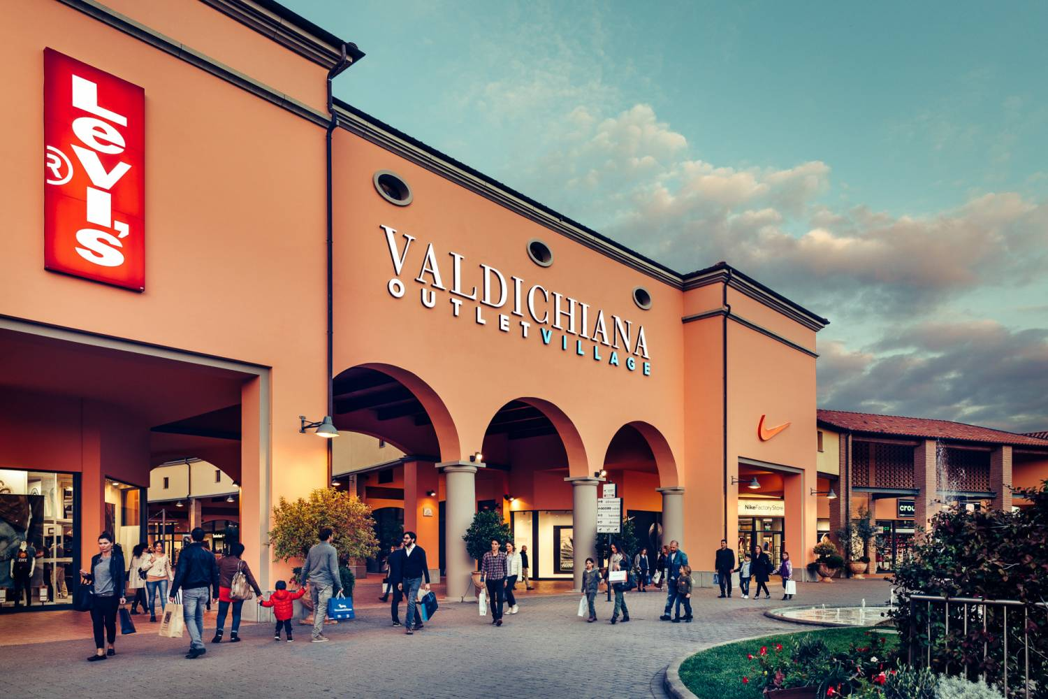 Valdichiana Outlet Village from Rome - Tripacalink