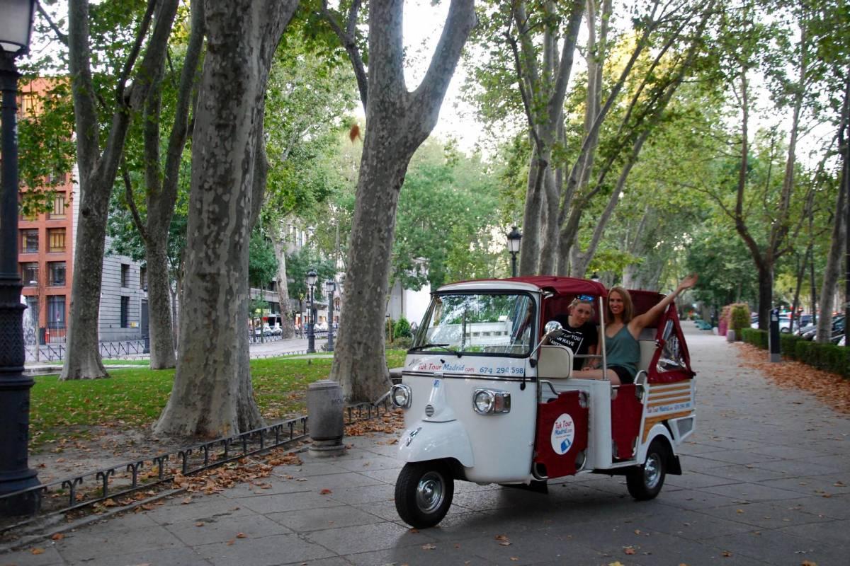 Urban Safari Tours Tuk Tuk: Tour por Madrid al atardecer