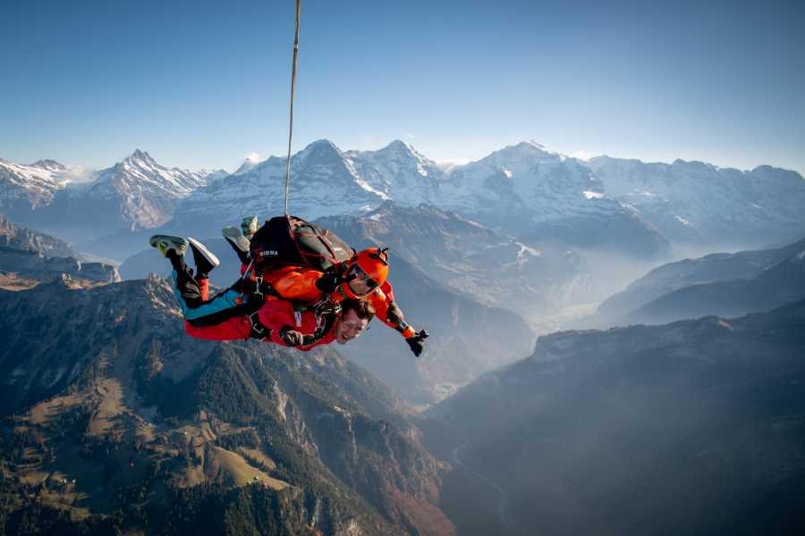tandem-flights Helicopter Tandem Skydive Interlaken