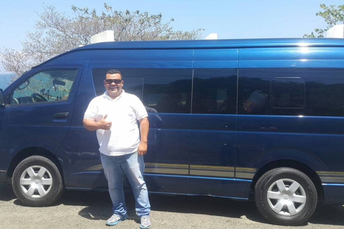 Uvita Information Center Transfer Minivan 12 Passenger Non 4x4