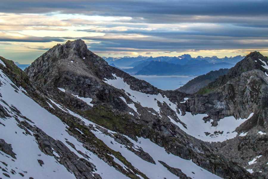 Lofoten Aktiv AS Mountainhike Smatindan
