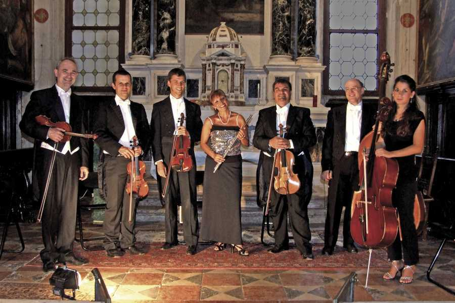 Venice Tours srl Opera concert in front of St. Mark's basin
