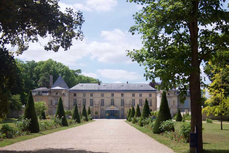 Memories France Private Tour. In the footsteps of Napoleon: the Chateau de Malmaison & the Arc de Triomphe
