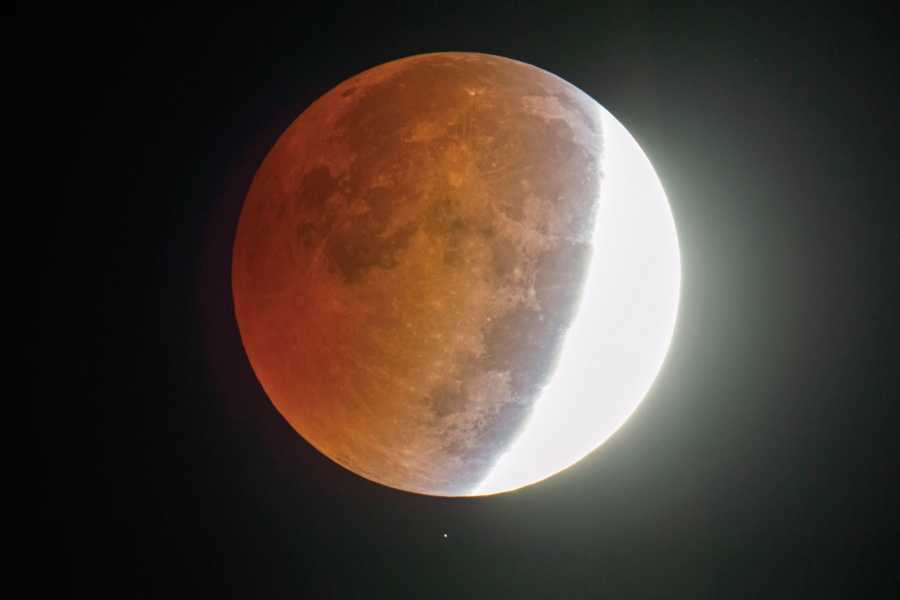Green Island Tours - Easter Island Total Lunar Eclipse on Rapa Nui (January 20-21, 2019)