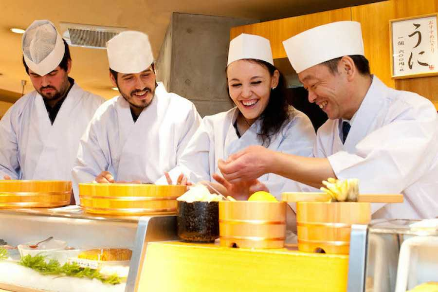 Mina Japan Private Tsukiji Sushi Lesson with a Master Chef