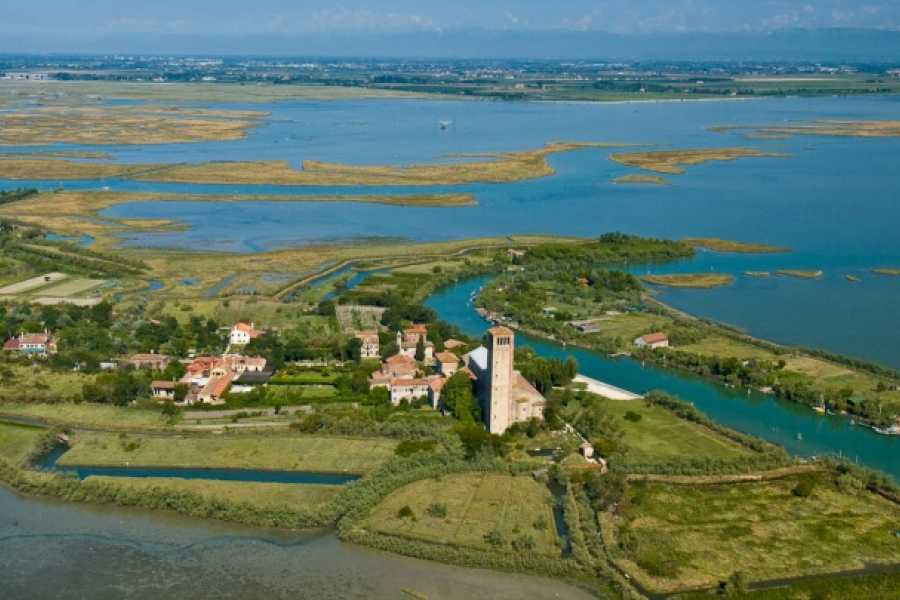 Italian Event Better STROLL AROUND BURANO AND TORCELLO WITH A LOCAL FRIEND - Regular tour