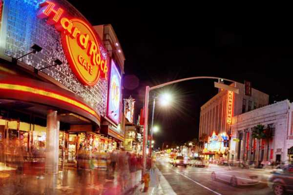 Dream Vacation Builders (H4) Hollywood Walk of Fame + Madame Tussauds Hollywood + Hard Rock Cafe Meal + Round Trip Transfer