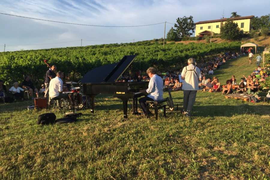 Bologna Welcome Zola jazz & wine: tour tra vino e jazz sulle dolci colline bolognesi con transfer