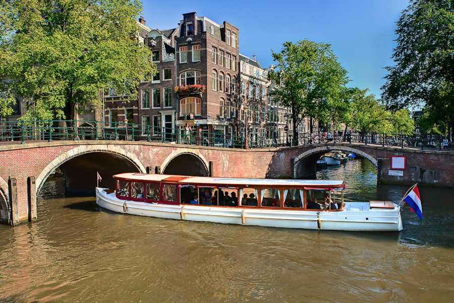 Amsterdam Boat Center Classic Canal Evening Cruise