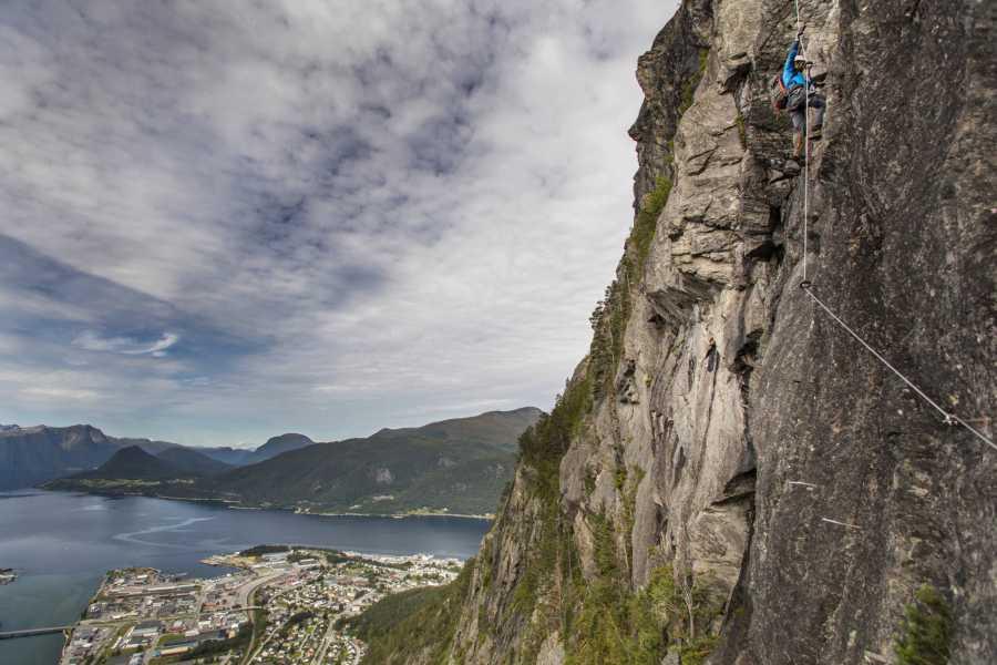 Norsk Tindesenter Guided tour: Romsdalsstigen sunset -Westwall (5-6 hrs)