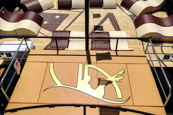 vip deck (16 pax)