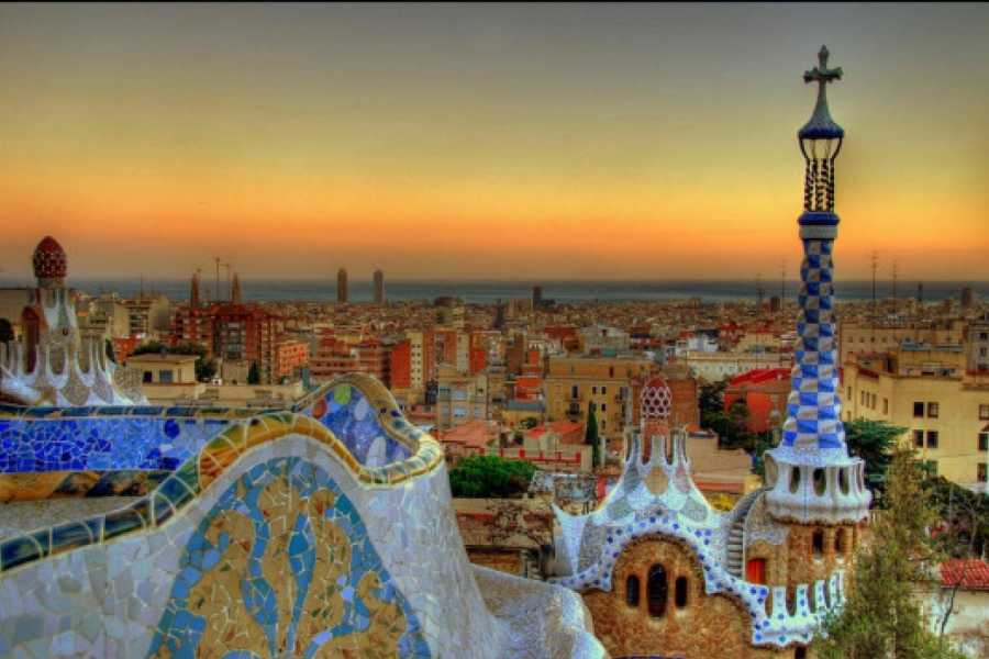 Tour Me Out Gaudí Free Walking Tour (MON/WED/FRI/SAT AFTERNOON)