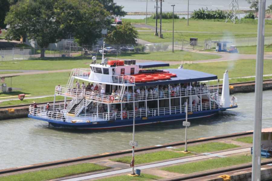 Aventuras 2000 Masones - Tránsito Parcial por el Canal de Panamá