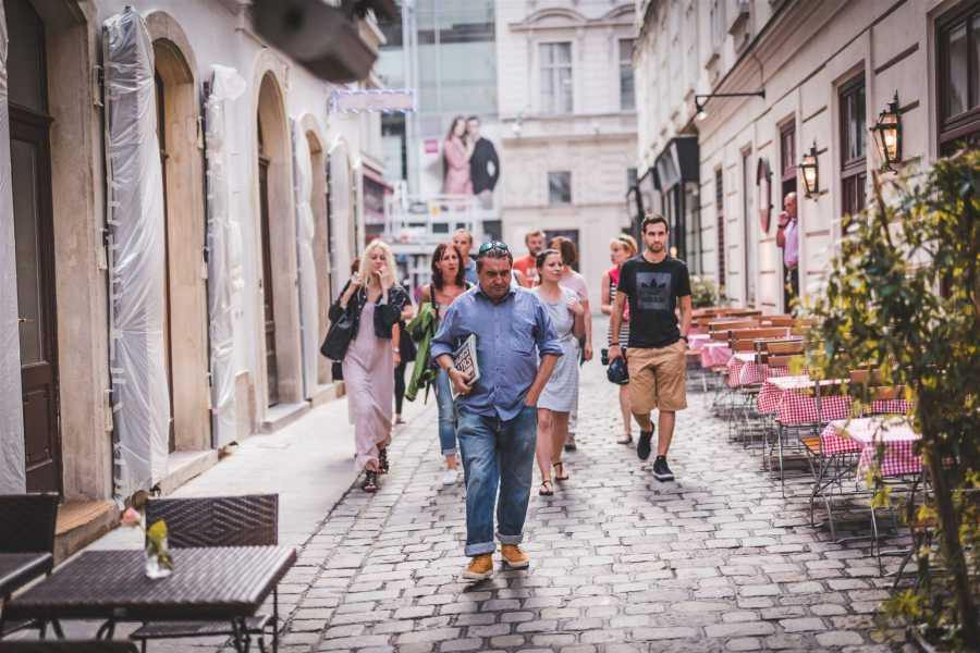 SHADES TOURS Private Group: Tours guided by Homeless - INIGO