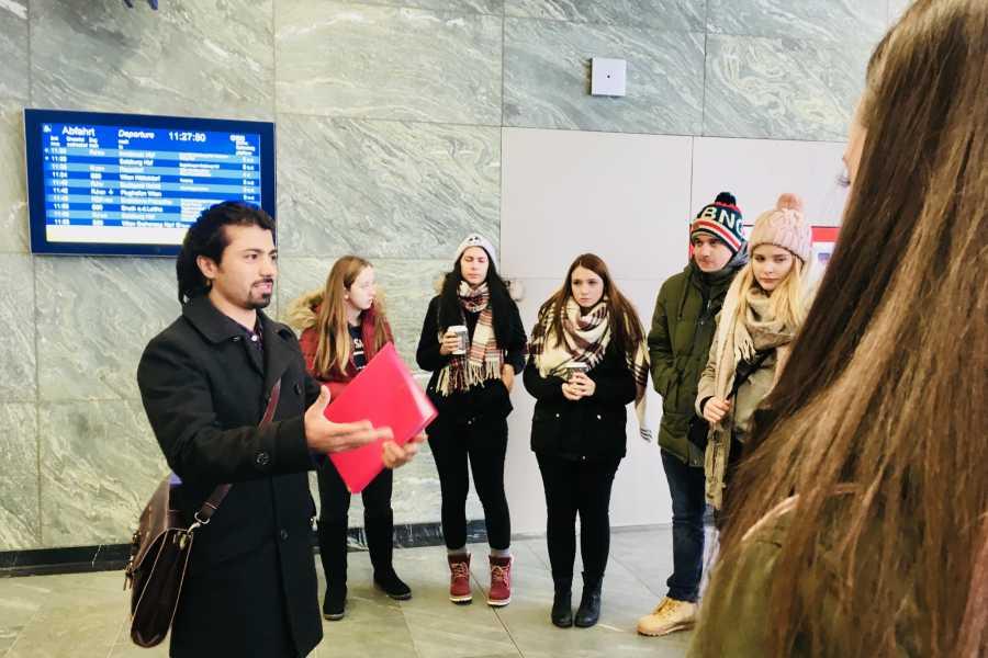 SHADES TOURS Schulprogramm // Flucht Präsentation Schule + Tour