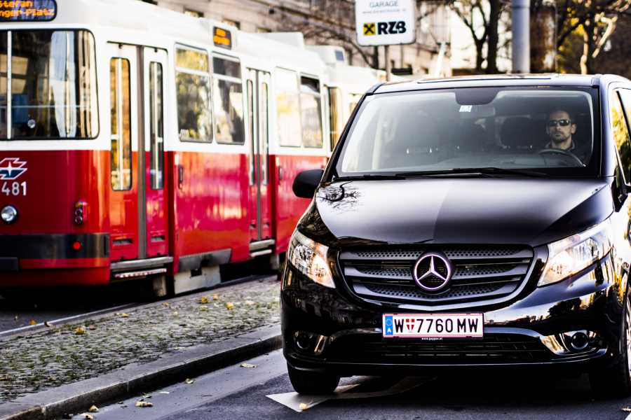 Vienna Explorer - Tours and Day Trips Airport Transfer
