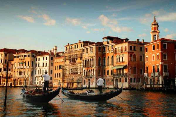 Grand Canal Gondola ride with romantic serenade and dinner!
