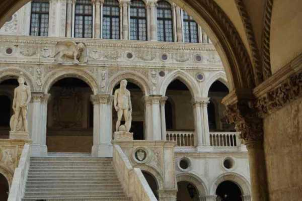 Ducal Venice guided tour - walking tour of Venice + The Doge's palace (skip the line) and entrance ticket to old Royal Palace!
