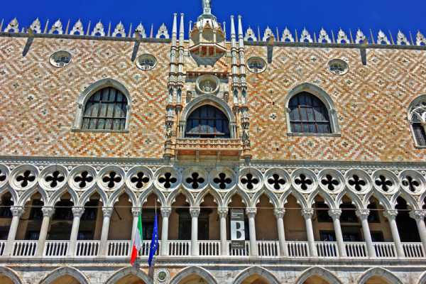 AFTERNOON IN VENICE - Afternoon Doge's Palace (skip the line) + Discover Venice and entrance ticket to old Royal Palace!
