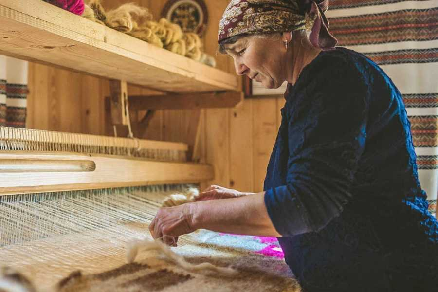 Aventour Making Lizhnyks (Carpathian Blankets of Wool) - Art Expedition To The Capital of the Lizhnyks