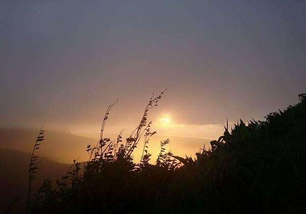 Randonnée au coucher du soleil sur la montagne du Pouce