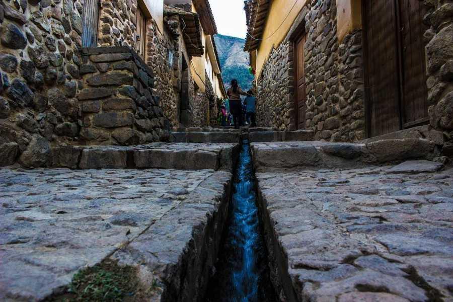 Conde Travel Tour Valle Sagrado de los Incas y Machu Picchu premium 2D-1N