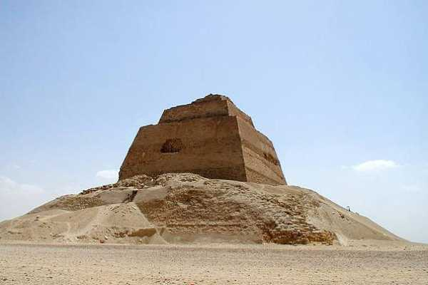 EMO TOURS EGYPT Day Tour to the El Fayoum Pyramids from Cairo