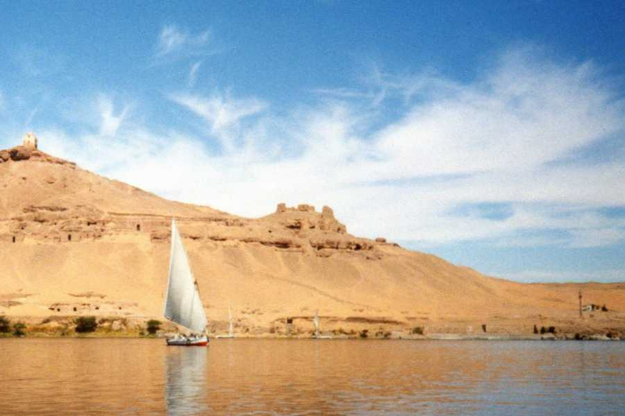 EMO TOURS EGYPT Layover trip to great pyramids Sphinx Egyptian Museum and 1 Hour Nile boat ride