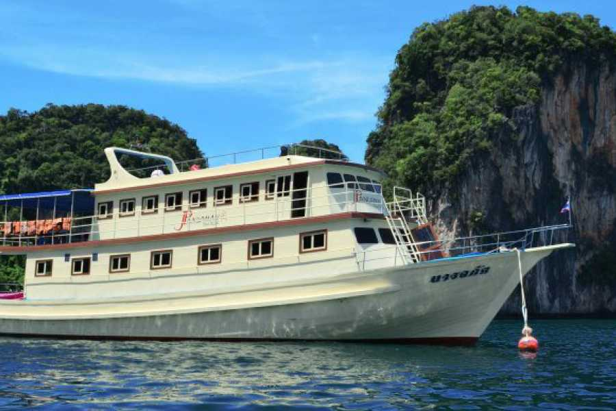 AMICI MIEI PHUKET TRAVEL AGENCY JAMES BOND WITH LUXURY BIG BOAT - AM028