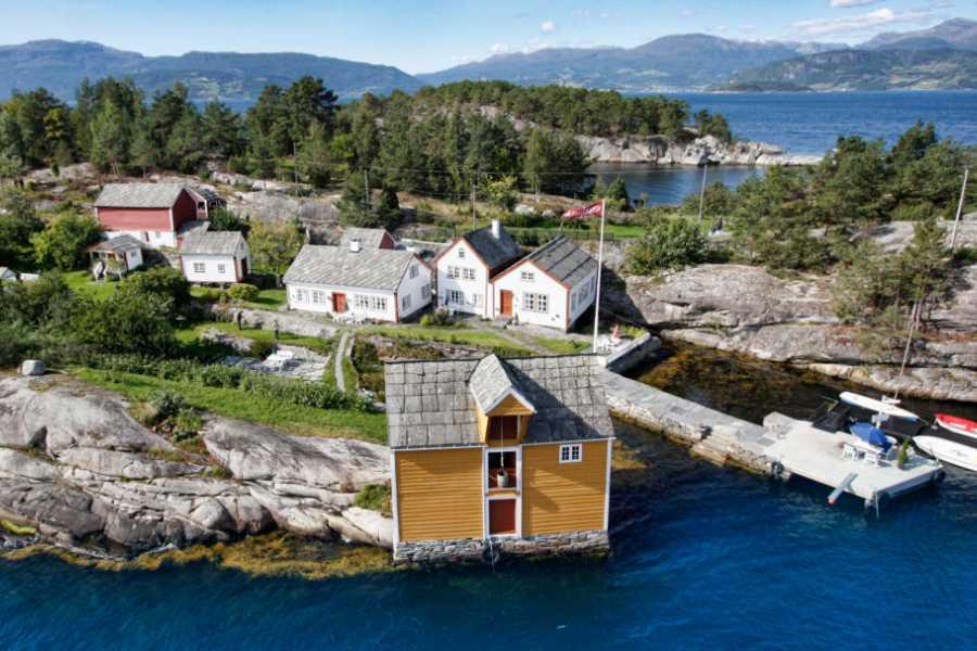 Juklafjord -Jondal Tourist Information Herandsholmen -perle i Hardanger