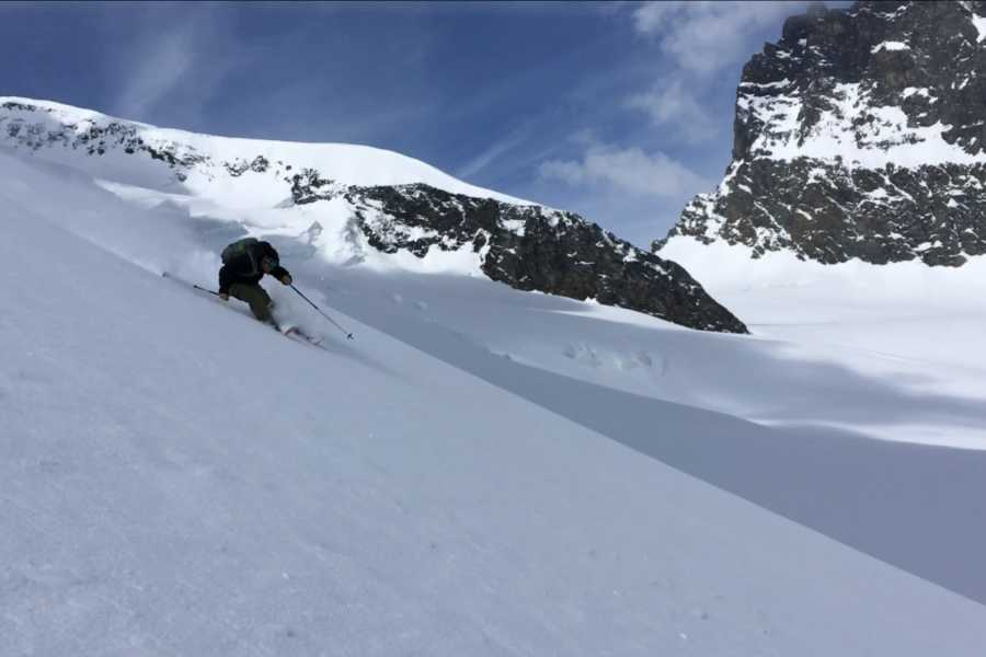 Saas-Fee Guides Winter Kick Off - Backcountry Skitour (Grünberghorn)