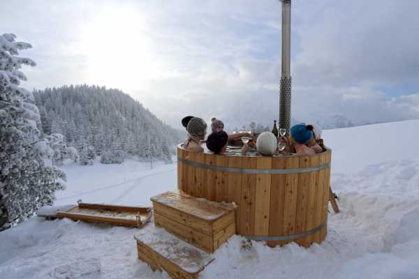 Andermatt Adventure - Crown of Alps AG Schneeschuhwandern mit Fondueplausch & Bad