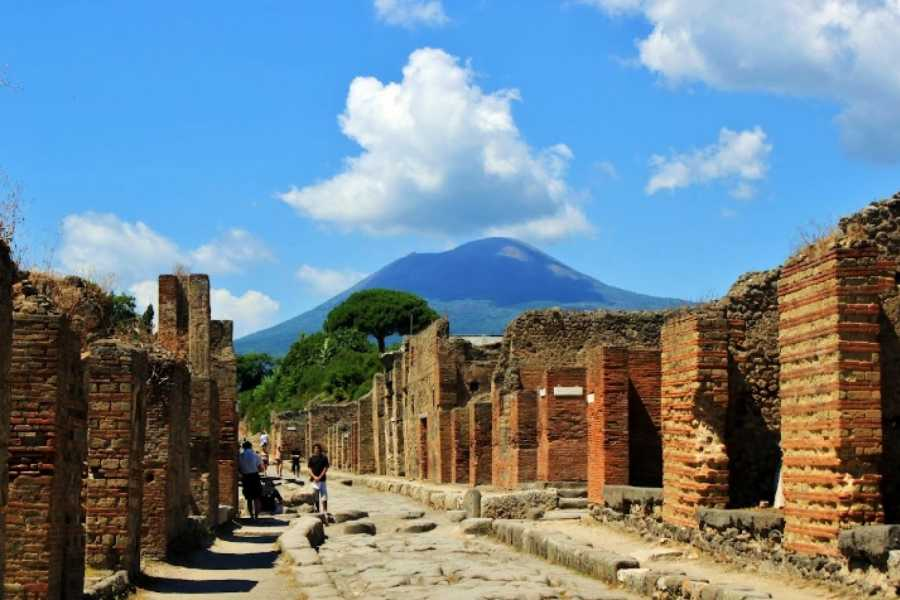 HP Travel Pompeii and Vesuvius Boat Experience from Capri