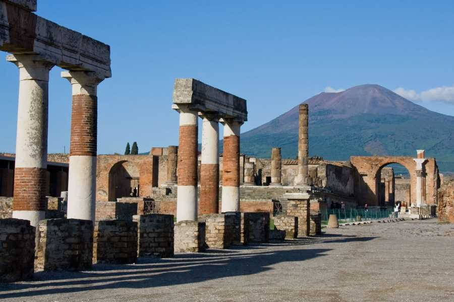 HP Travel Pompeii and Vesuvius Boat Experience from Positano
