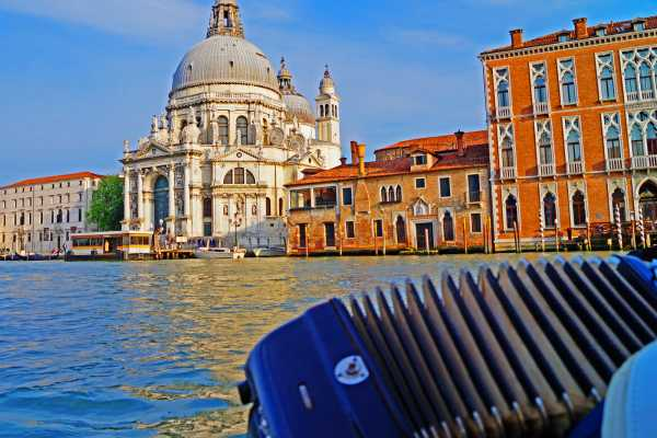Grand Canal by Gondola with singer & dinner- No queue - with commentary