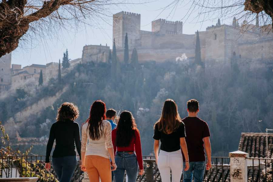Andalucia Travel Experience Albayzín and Sacromonte: 2-Hour Historical Walking Tour