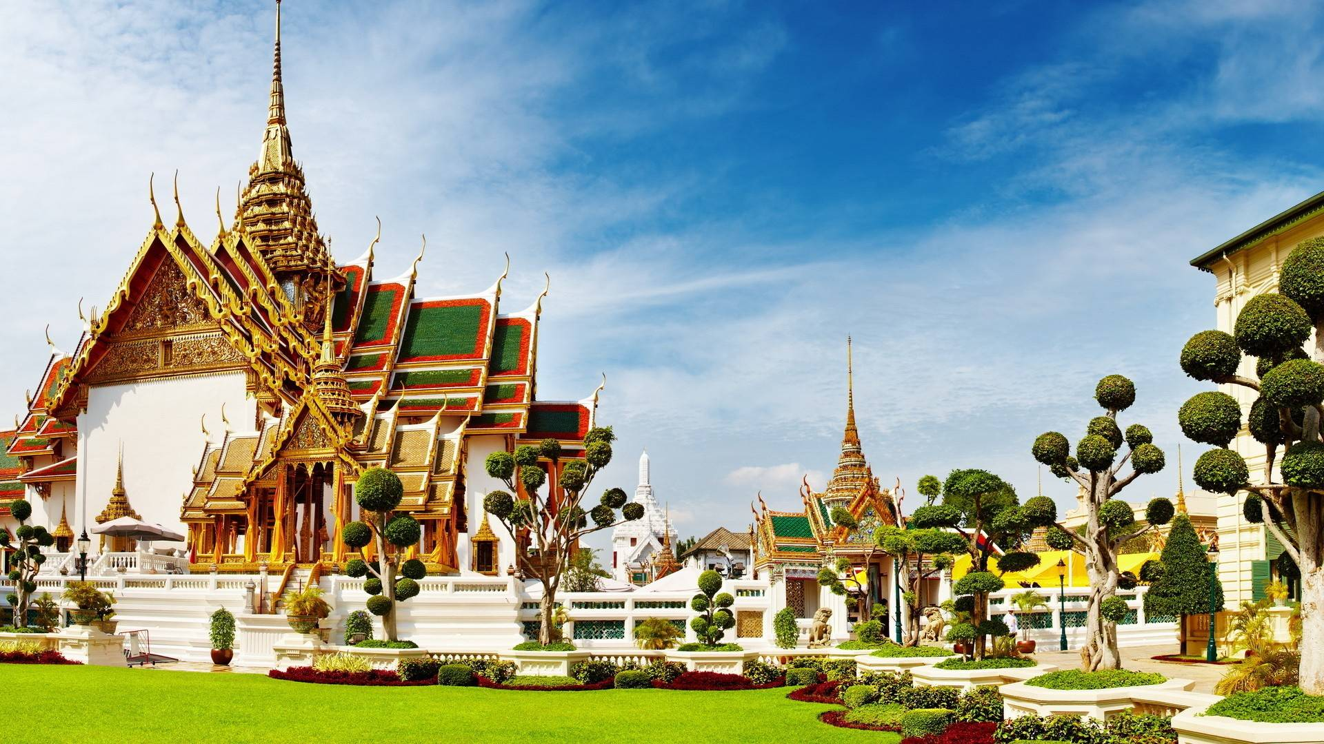 Bangkok private tour with private tour guide and minivan