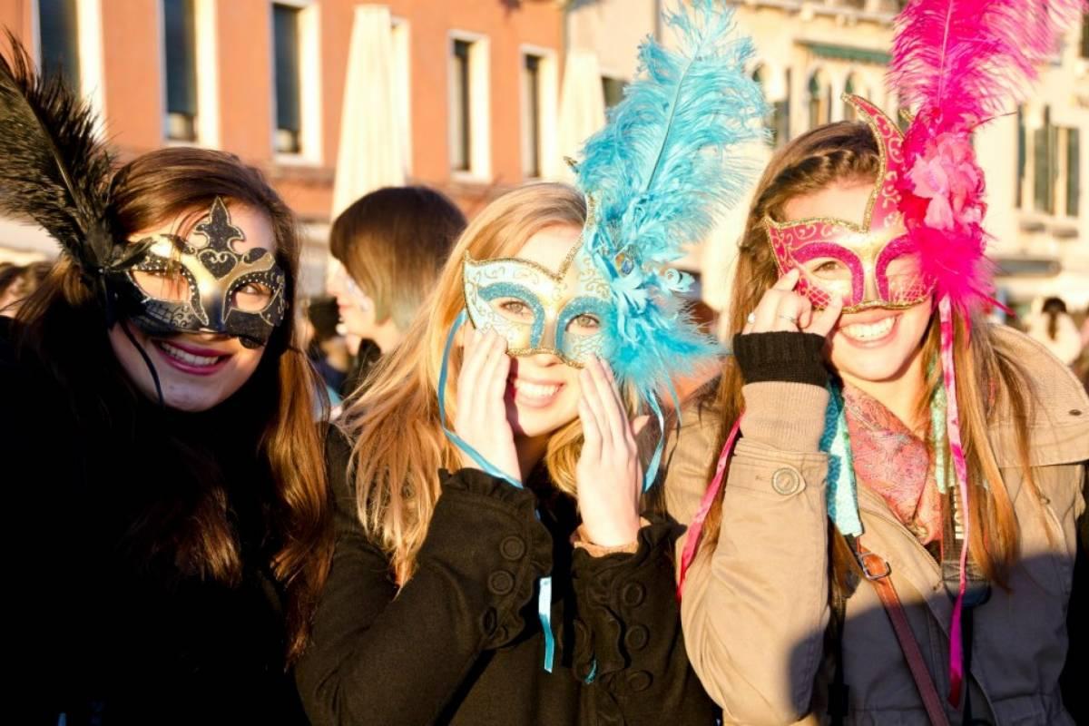 Bus2Alps AG Florence 2 Venice Carnevale