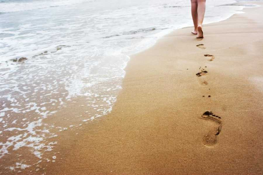 Promozione Alberghiera Meditative Strandspaziergänge bei Sonnenaufgang