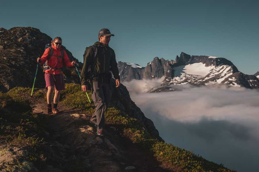 Hotel Aak Sunset hike with a 4-course dinner over the Romsdalseggen ridge