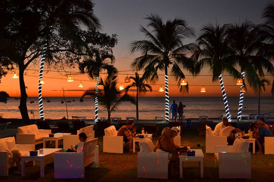 Krain Concierges Cafe de playa Happy Hour & Sunset
