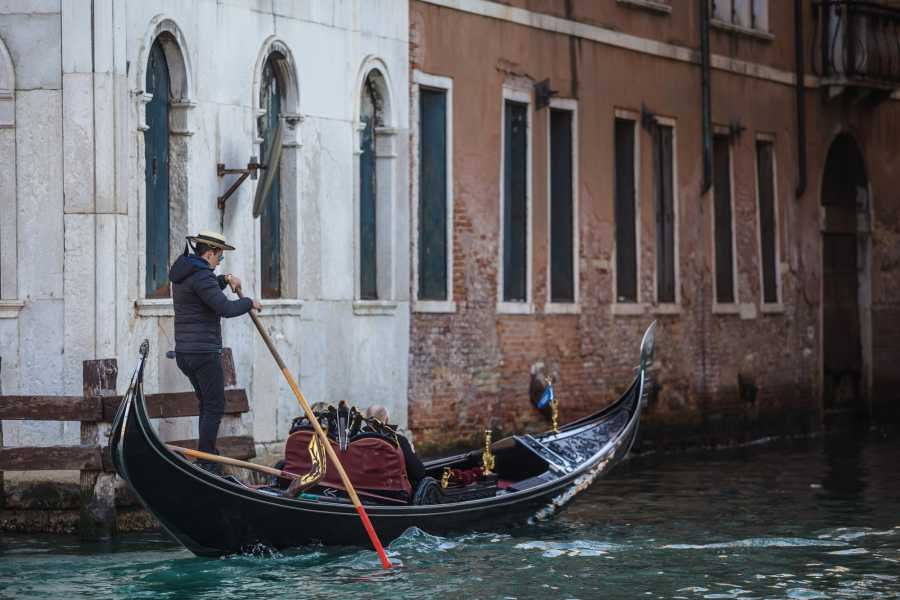 Venice Tours srl COMBO 2: CHARMING GONDOLA AND CLASSIC MUSIC