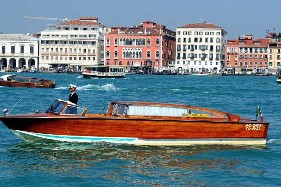 Venice Tours srl Transfer privati: From and to Venice Airport / Train station / Stazione Marittima