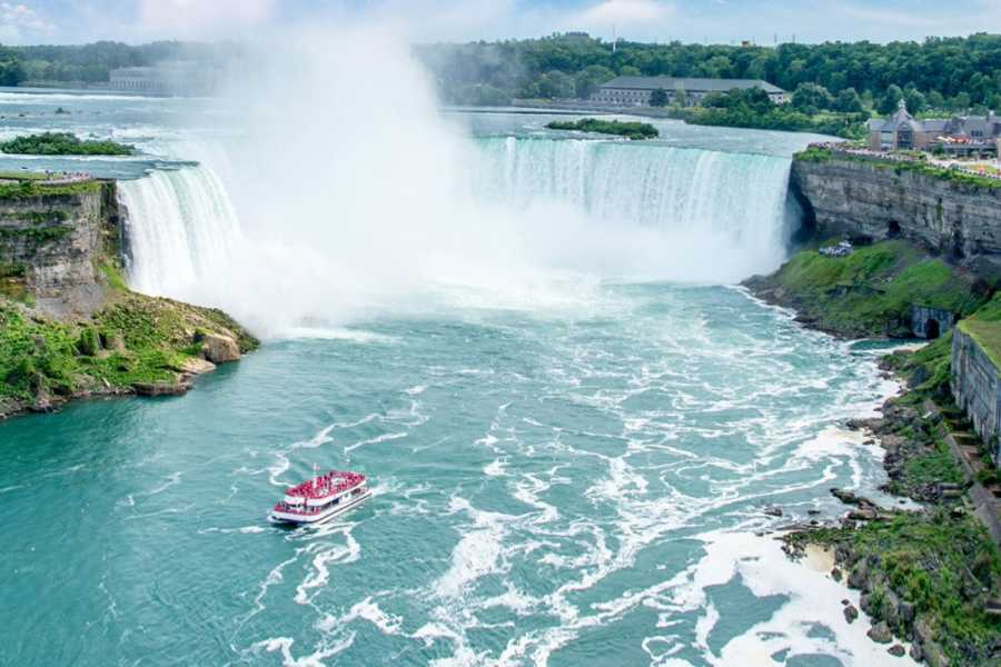 Dream Vacation Tours Niagara Falls, Old Quebec & Niagara on the Lakes